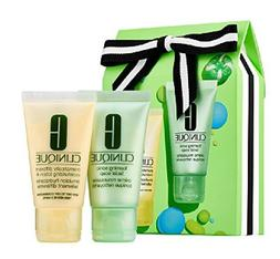 Clinique Sparkle & Glow gift set for Very Dry to Dry Conbina